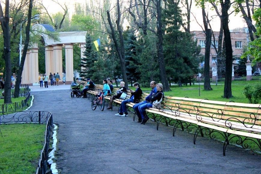 Мариупольцы отметили 1 мая: с шашлыком, украинскими флагами и советскими песнями (ФОТО), фото-8