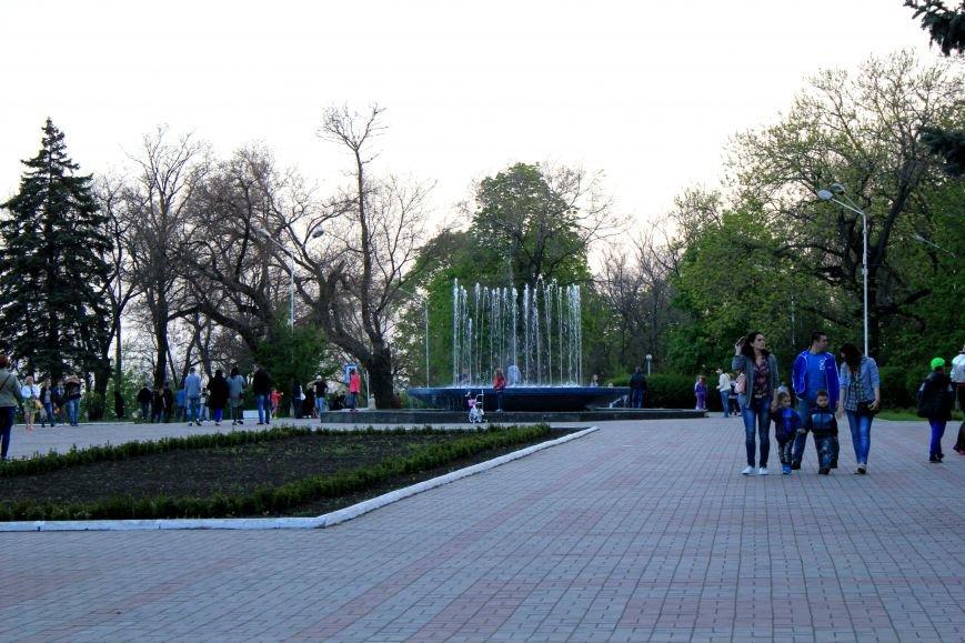 Мариупольцы отметили 1 мая: с шашлыком, украинскими флагами и советскими песнями (ФОТО), фото-9