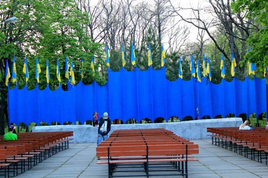 Мариупольцы отметили 1 мая: с шашлыком, украинскими флагами и советскими песнями (ФОТО), фото-7