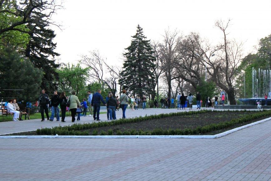 Мариупольцы отметили 1 мая: с шашлыком, украинскими флагами и советскими песнями (ФОТО), фото-6
