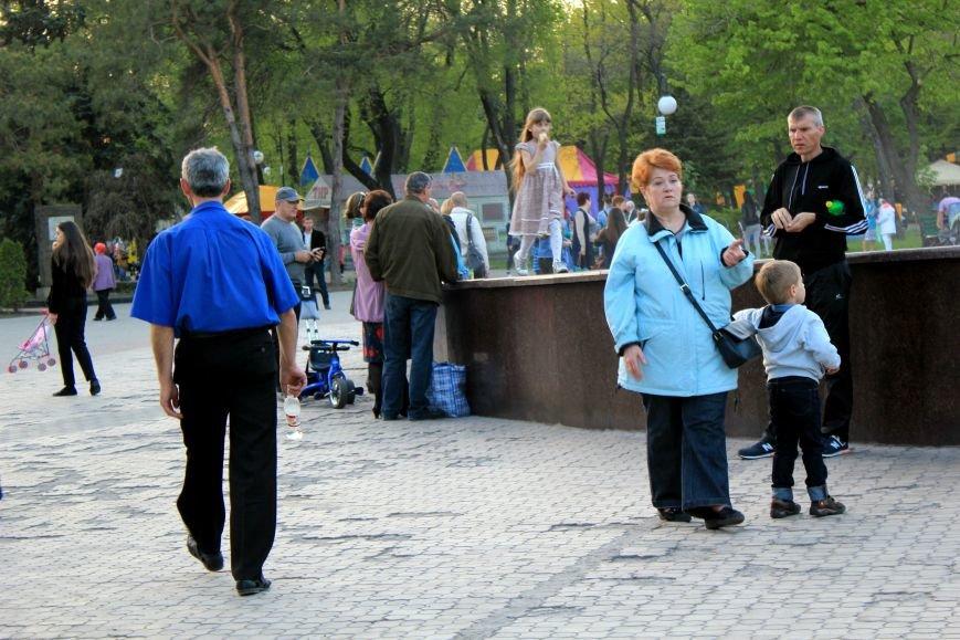 Мариупольцы отметили 1 мая: с шашлыком, украинскими флагами и советскими песнями (ФОТО), фото-29