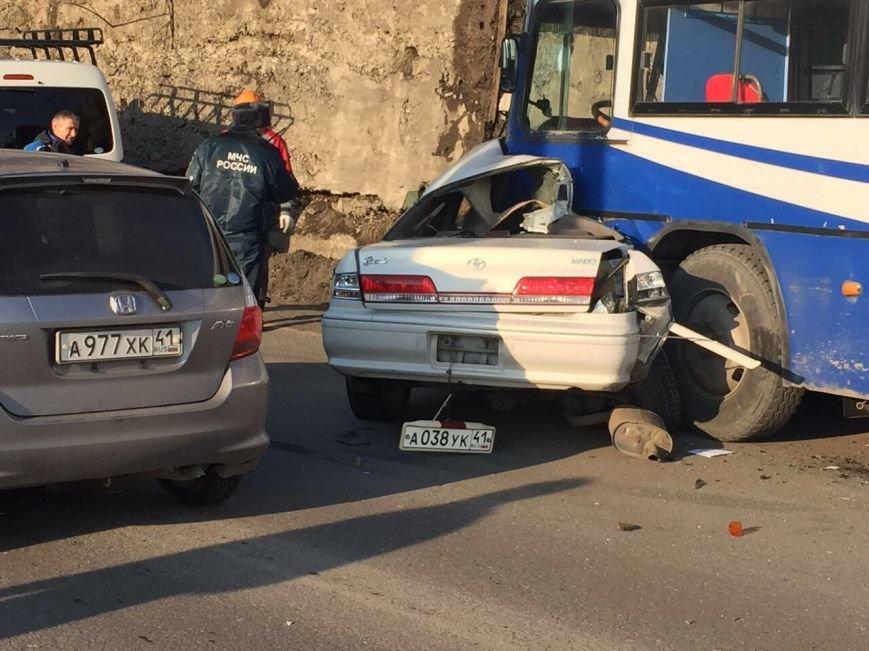 В Петропавловске иномарка влетела в рейсовый автобус – есть погибший, фото-2