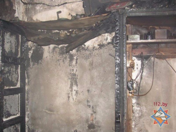 Пока женщина принимала ванную, в комнате начался пожар: из общежития в Шумилино эвакуированы 35 человек, из них 13 детей, фото-1