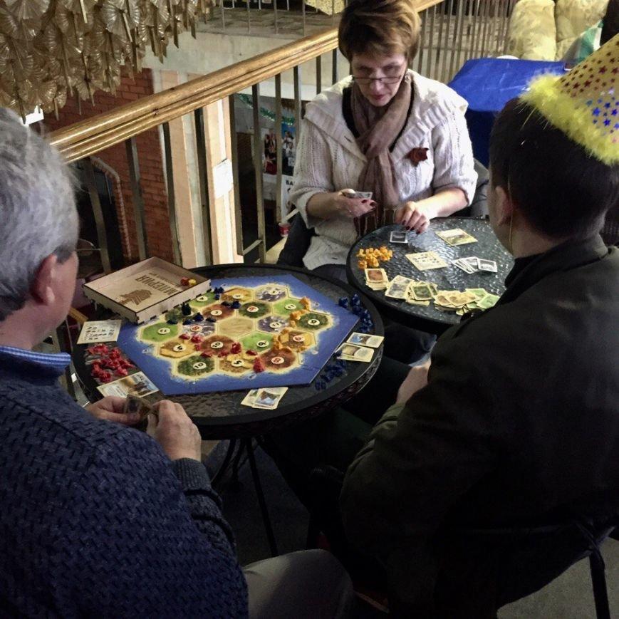 Праздничный торт и «Форсаж 8»: клуб настольных игр «Империя» отметил свой первый День рождения, фото-3