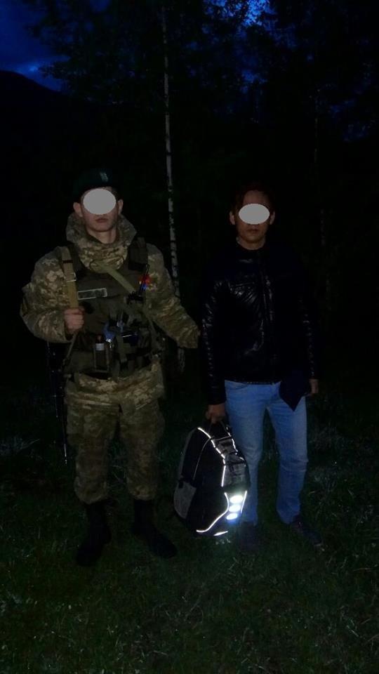Водій із Закарпаття привіз у відділ прикордонної служби «Новоселиця» нелегала із Азії: фото, фото-1