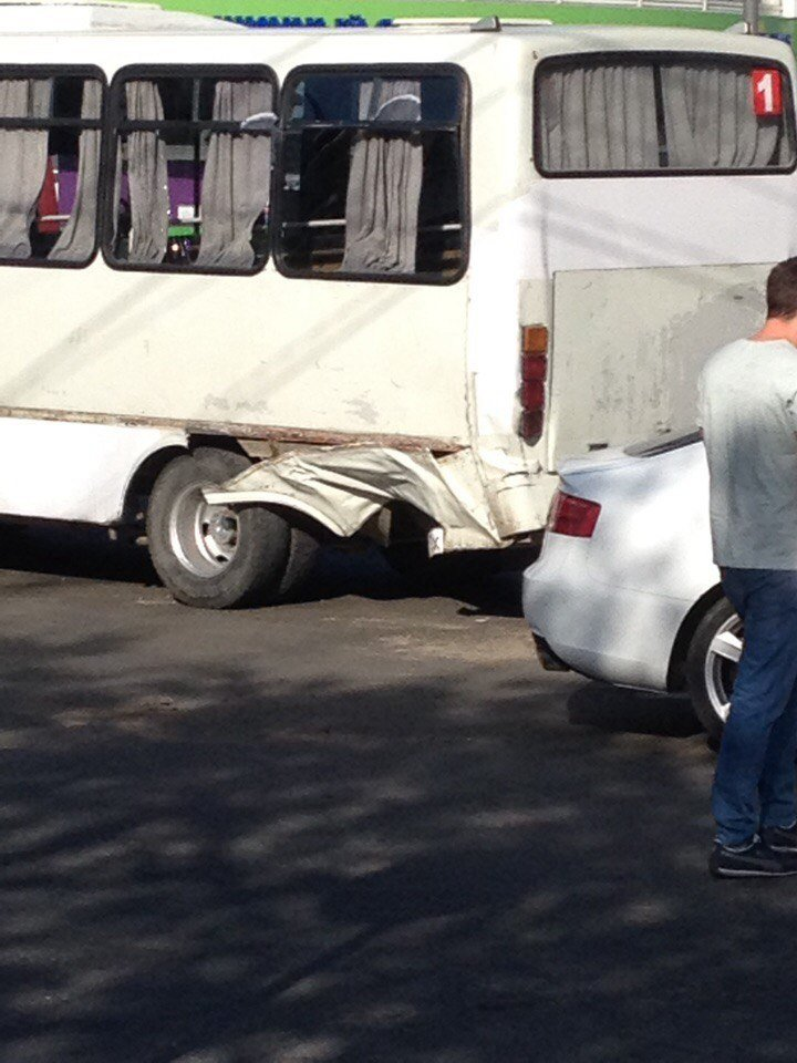 В Симферополе иномарка врезалась в маршрутку: есть пострадавшие (ФОТО), фото-2