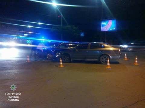 На вулиці Шота Руставелі трапилась ДТП: фото з місця події, фото-1