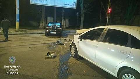 На перехресті вулиць Замарстинівська-Липинського трапилась ДТП за участі таксі: фото з місця події, фото-1