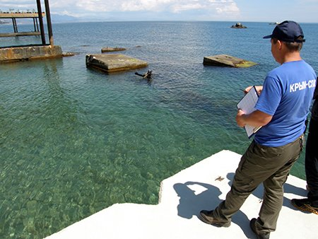 В Крыму пляжи очищают от ржавого железа и битого стекла (ФОТО), фото-5