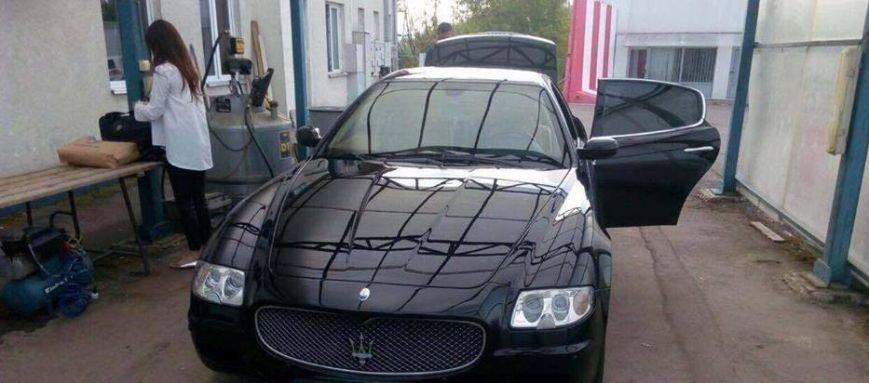 """Румунська поліція затримала сина екс-голови Тячівської РДА, який віз у Європу у """"запасці"""" """"Maserati"""" 400 000 доларів, фото-1"""