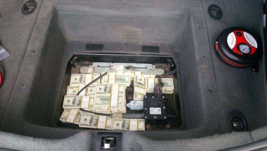 """Румунська поліція затримала сина екс-голови Тячівської РДА, який віз у Європу у """"запасці"""" """"Maserati"""" 400 000 доларів, фото-2"""