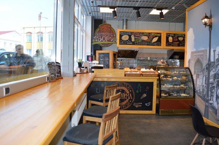 Лепешка из печи тандыр по рублю, а шаурма от повара из Сирии: в Полоцке открылось кафе быстрого питания «Восточный дворик», фото-5
