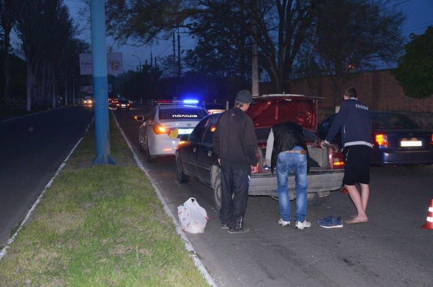 Пьяное ДТП в Мариуполе: водитель и пятеро пассажиров устроили скандал на проспекте Лунина (ФОТО+ВИДЕО), фото-5
