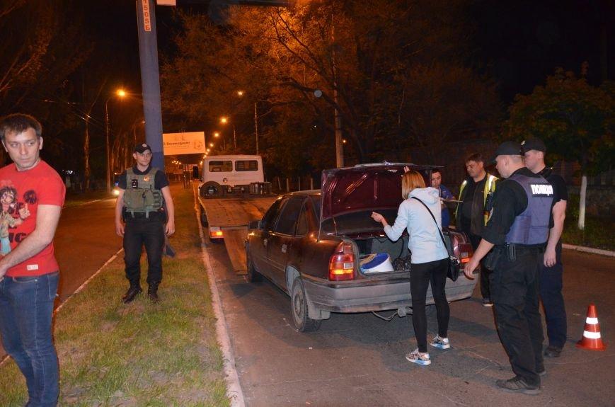 Пьяное ДТП в Мариуполе: водитель и пятеро пассажиров устроили скандал на проспекте Лунина (ФОТО+ВИДЕО), фото-6