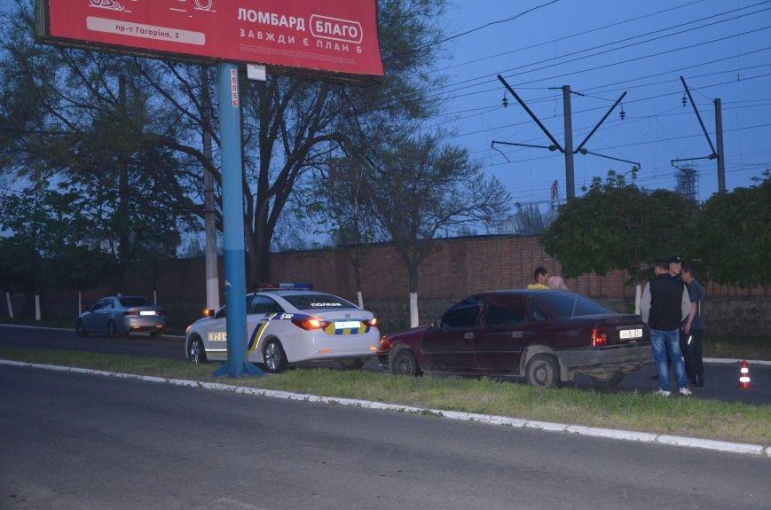 Пьяное ДТП в Мариуполе: водитель и пятеро пассажиров устроили скандал на проспекте Лунина (ФОТО+ВИДЕО), фото-3