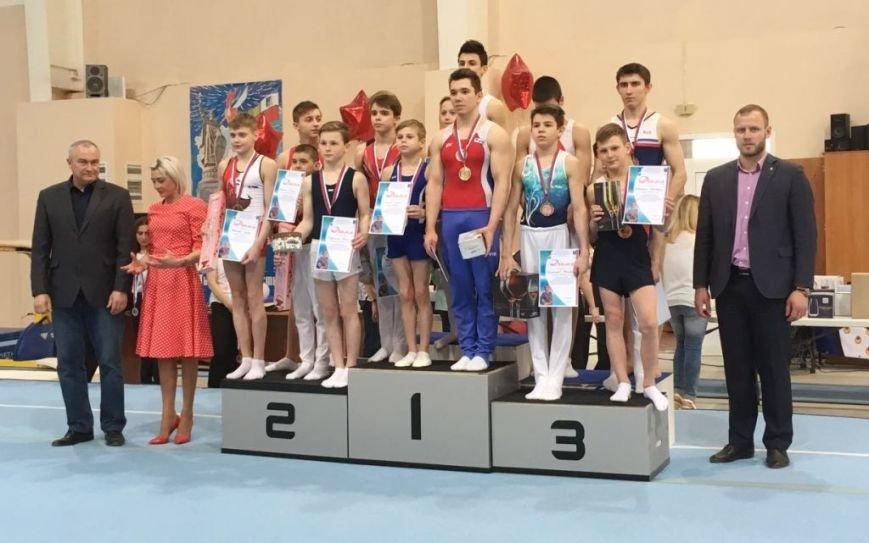 Сахалинские гимнасты успешно выступили на Всероссийских соревнованиях, фото-1