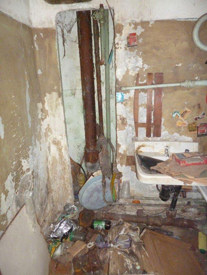 В Никополе чернобыльцу власть вручила заброшенную квартиру, фото-9