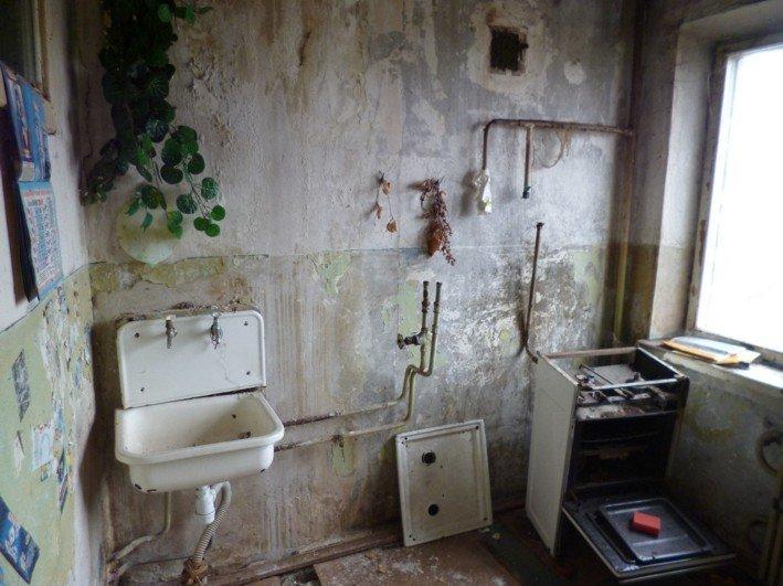 В Никополе чернобыльцу власть вручила заброшенную квартиру, фото-5