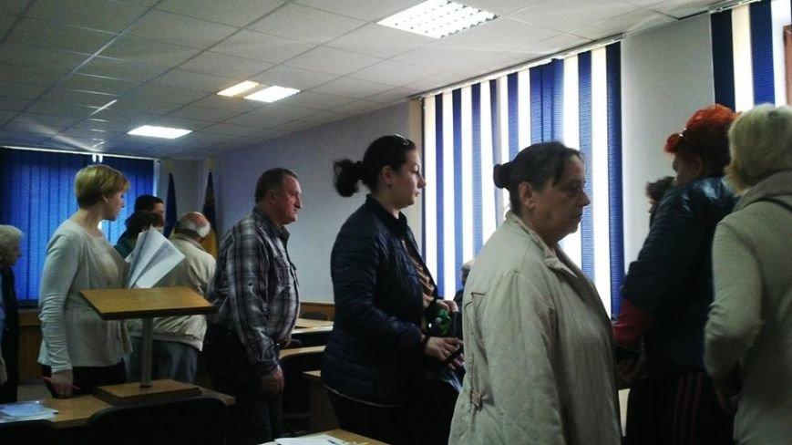 Працівники ужгородської поліклініки просять виконком не закривати психдиспансер: фото, фото-2