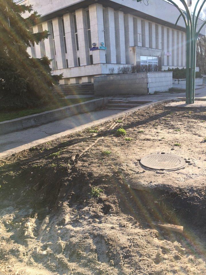 На месте возможного митинга в Ульяновске царит разруха. ФОТО, фото-5