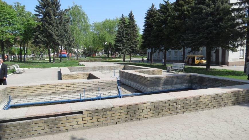 Вандалы изуродовали городской фонтан в Покровске, фото-8