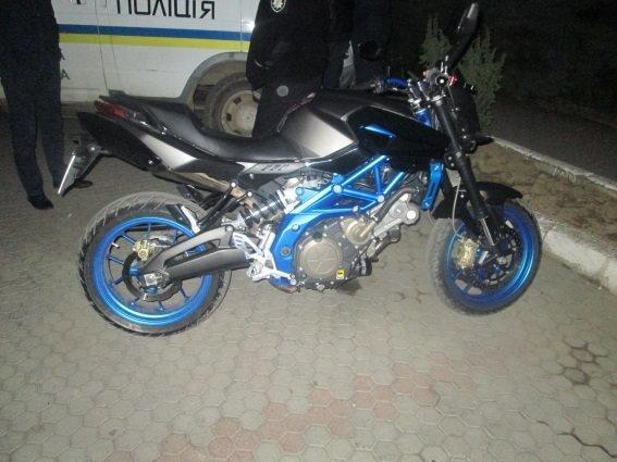 У Мукачеві водій спортивного мотоцикла на швидкості збив 42-річну жінку: фото, фото-1
