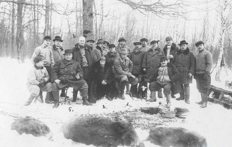 Мисливці зі своїми трофеями в Карпатах. Ретро-світлини кінця 19 сторіччя. ФОТО, фото-9