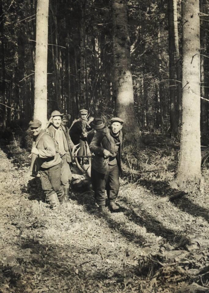 Мисливці зі своїми трофеями в Карпатах. Ретро-світлини кінця 19 сторіччя. ФОТО, фото-5