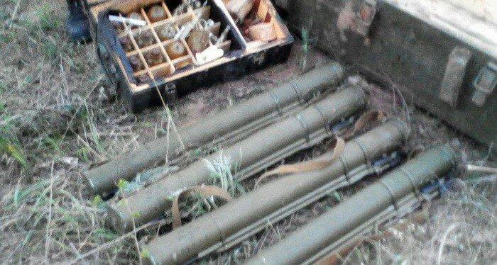 В Донецкой области нашли тайник с гранатами и патронами (ФОТО), фото-1