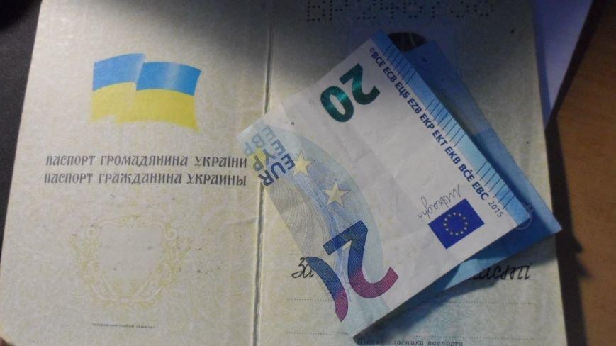 51-річний ужгородець дав прикордоннику 20 євро та український паспорт, щоб повернутися на Закарпаття: фото, фото-1