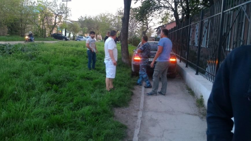 """В Симферополе в результате ДТП """"Мерседес"""" аккуратно выехал на тротуар (ФОТО), фото-4"""