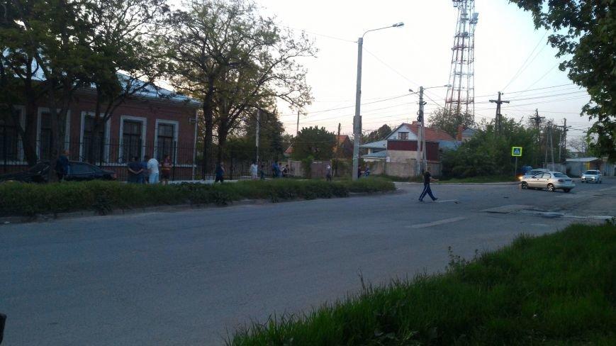 """В Симферополе в результате ДТП """"Мерседес"""" аккуратно выехал на тротуар (ФОТО), фото-3"""
