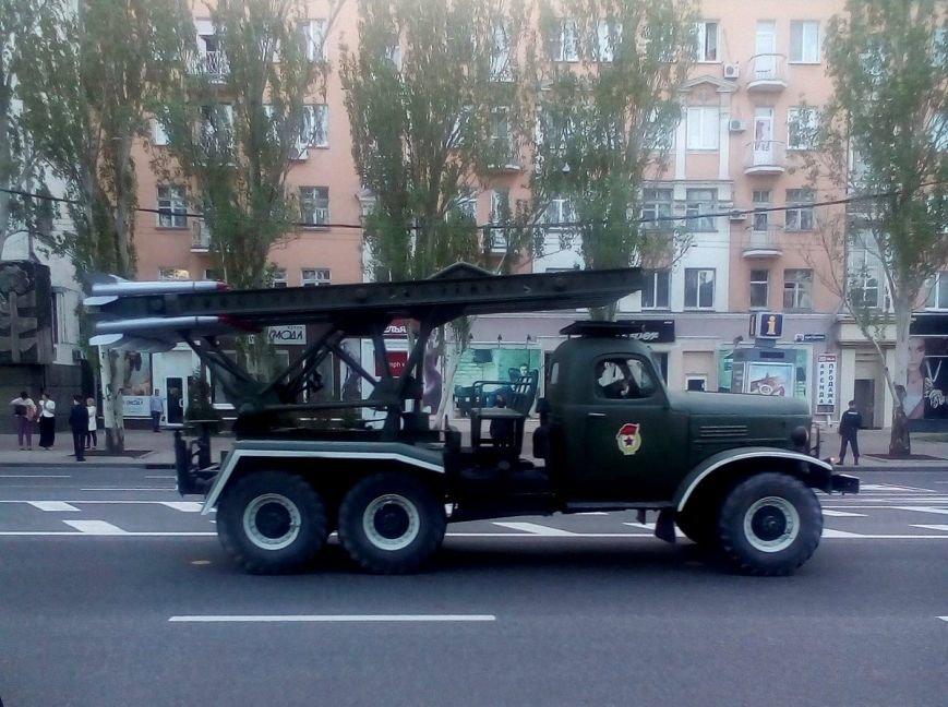 Боевики «ДНР» провели в Донецке репетицию парада с участием военной техники (ФОТО, ВИДЕО), фото-4