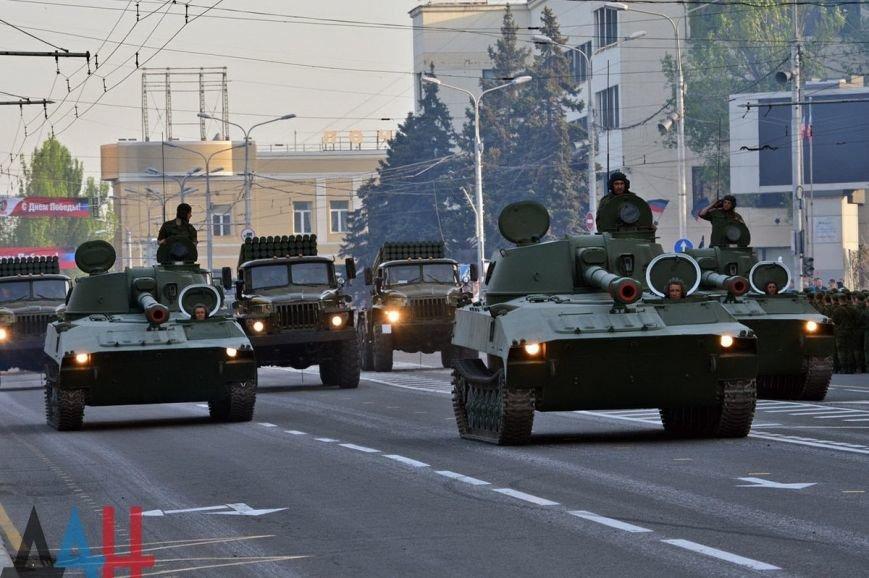 Боевики «ДНР» провели в Донецке репетицию парада с участием военной техники (ФОТО, ВИДЕО), фото-1