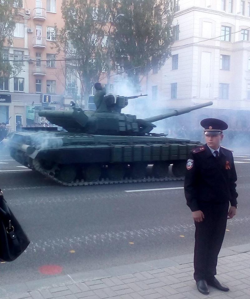 Боевики «ДНР» провели в Донецке репетицию парада с участием военной техники (ФОТО, ВИДЕО), фото-2