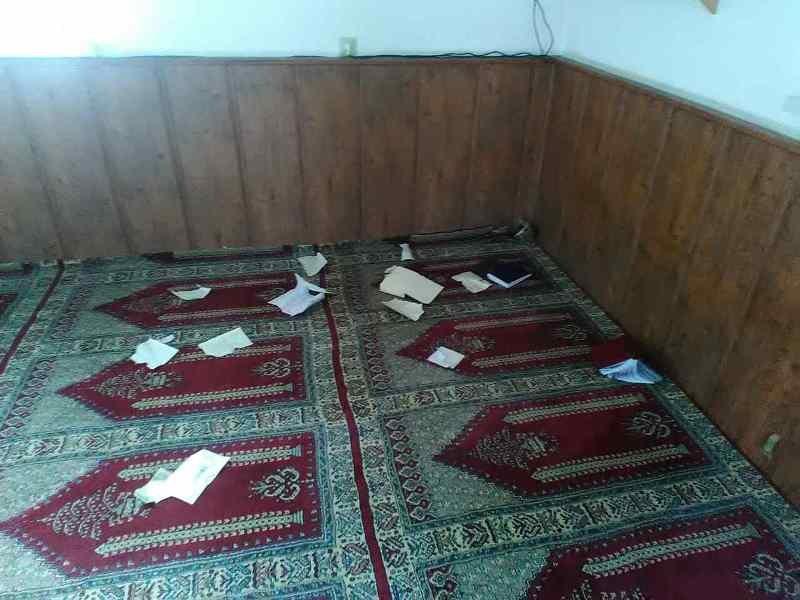 В крымской мечети вандалы разорвали и пытались сжечь Коран (ФОТО), фото-3