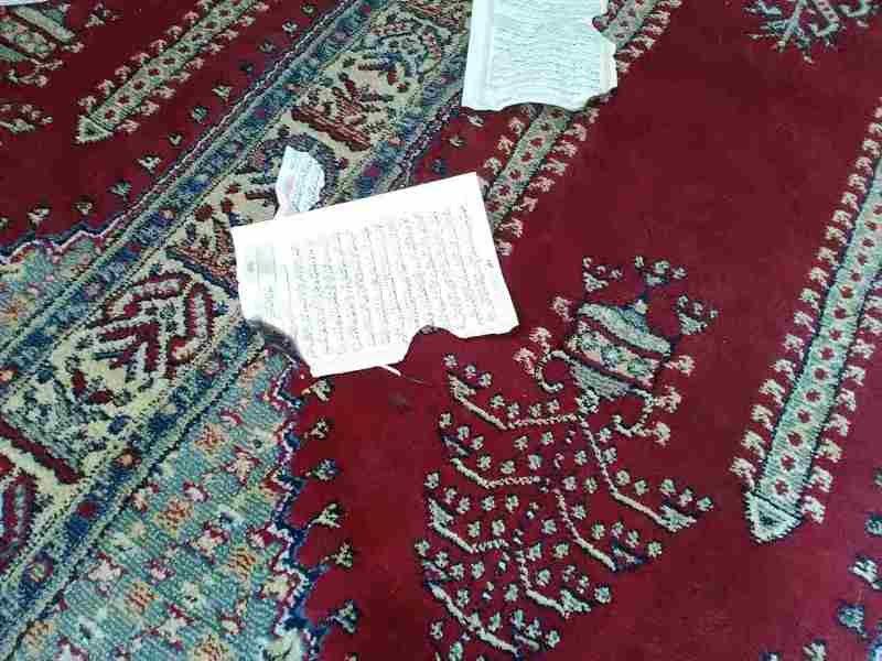 В крымской мечети вандалы разорвали и пытались сжечь Коран (ФОТО), фото-2