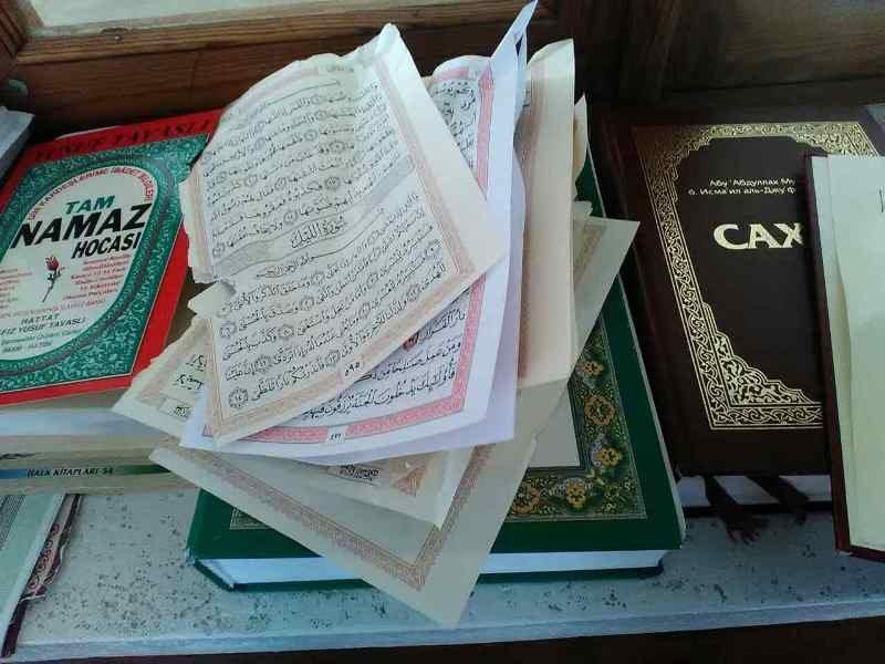 В крымской мечети вандалы разорвали и пытались сжечь Коран (ФОТО), фото-1