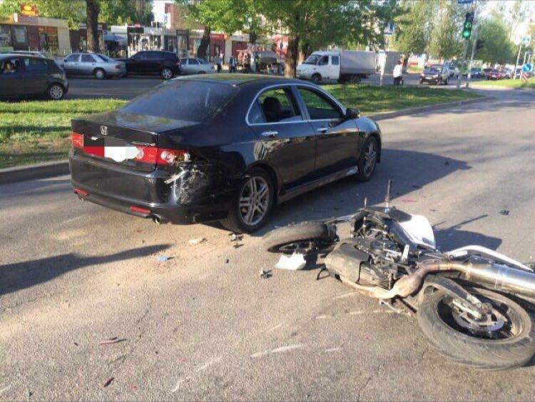 В Харькове мотоциклист на большой скорости врезался в машину (ФОТО), фото-1