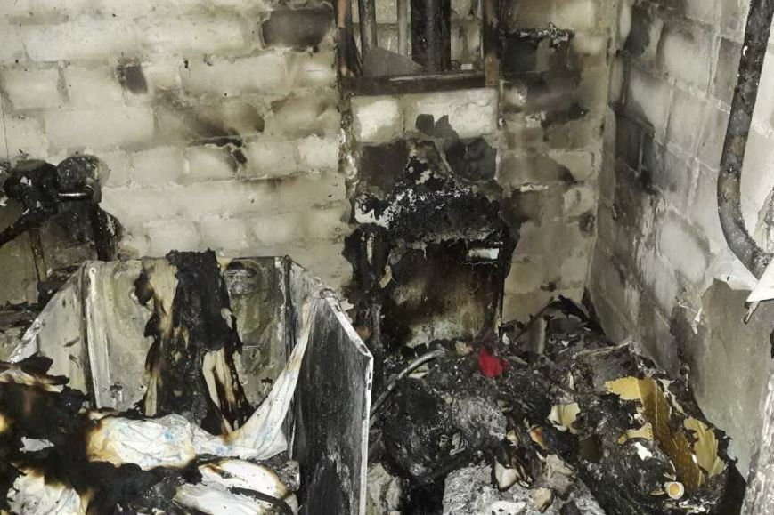 """На проспекте Гагарина спасатели эвакуировали из огня жильцов """"пятиэтажки"""" (ФОТО), фото-2"""