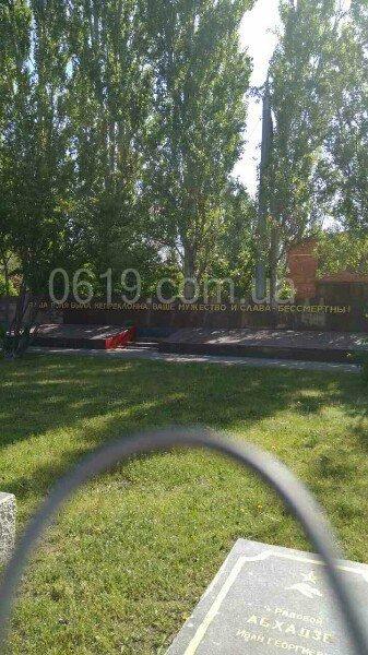 Братское кладбище готовят к Дню Победы, фото-1