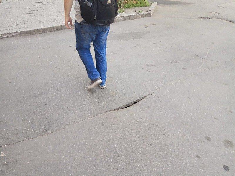 В Одессе под носом у коммунальщиков провалился асфальт (ФОТО), фото-1