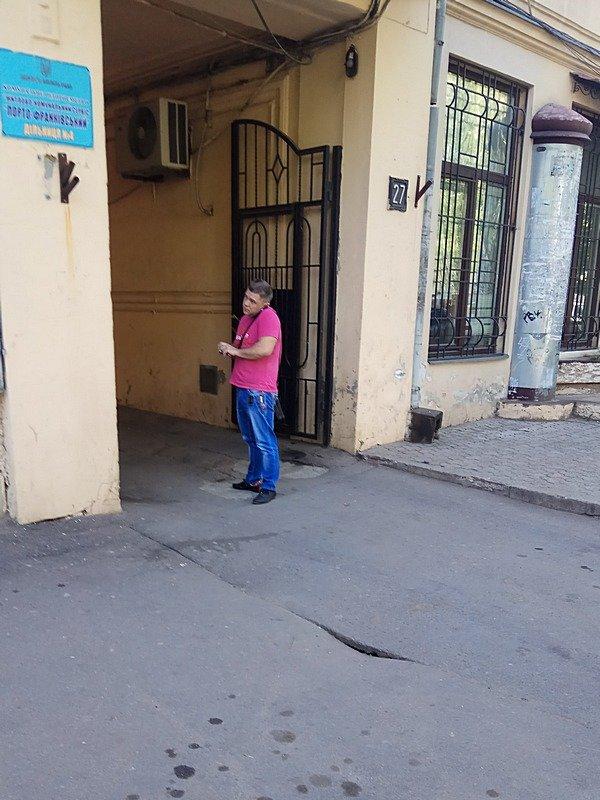 В Одессе под носом у коммунальщиков провалился асфальт (ФОТО), фото-3