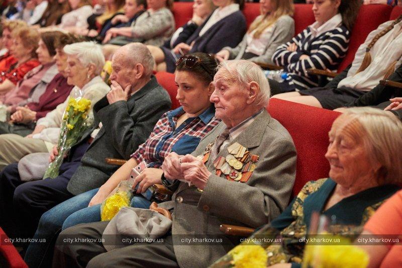 Фильмы про войну, общение с ветеранами и советские песни: к 9 мая в Харькове прошел школьный киноурок памяти (ФОТО), фото-1