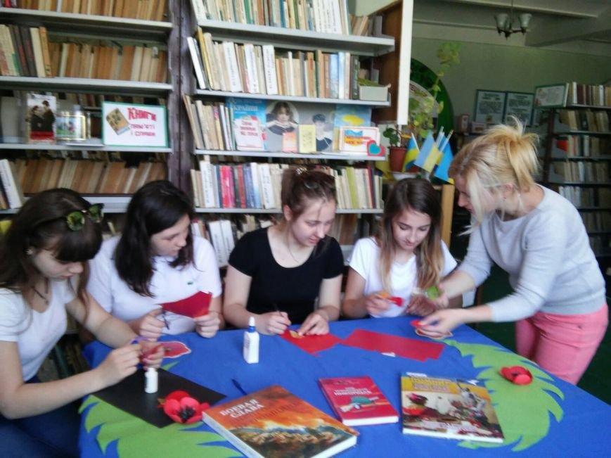 В никопольской детской библиотеке № 4 прошол мастер-класс ко дню памяти и примерения, фото-3