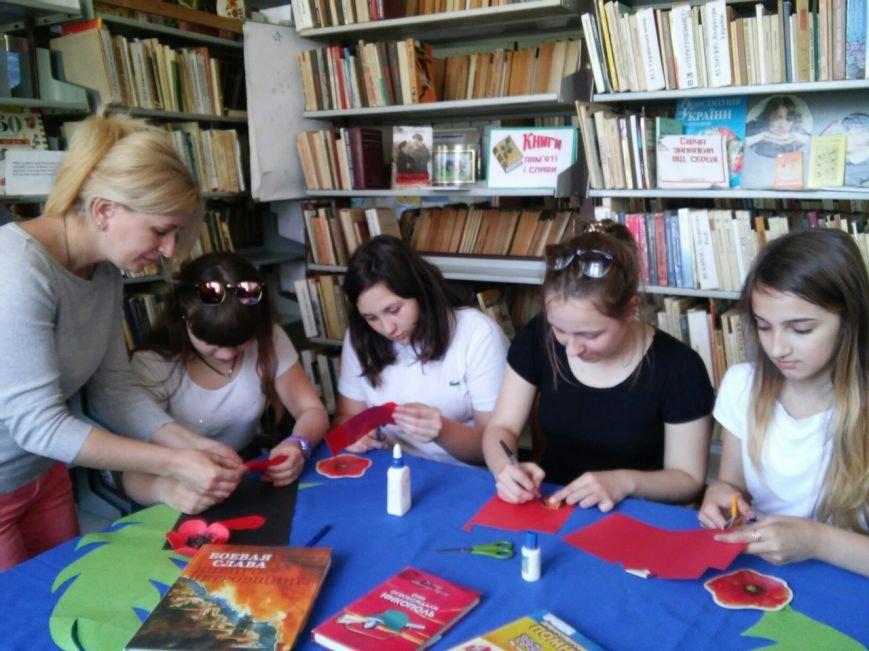 В никопольской детской библиотеке № 4 прошол мастер-класс ко дню памяти и примерения, фото-1