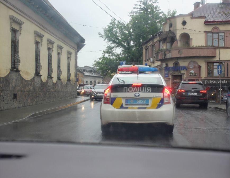 Секунди ціною у життя, або як ужгородські водії пропускають «швидку»: фоторепортаж, фото-9