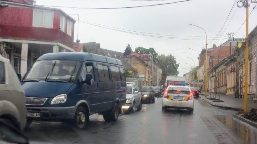 Секунди ціною у життя, або як ужгородські водії пропускають «швидку»: фоторепортаж, фото-4