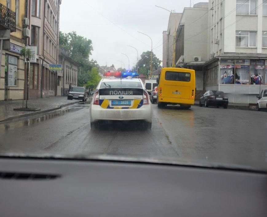 Секунди ціною у життя, або як ужгородські водії пропускають «швидку»: фоторепортаж, фото-8