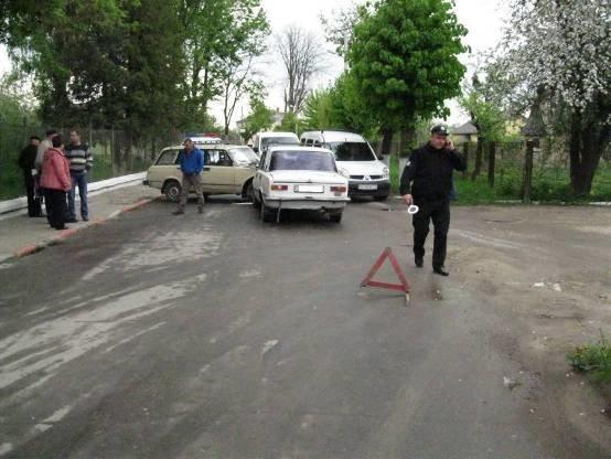 У Золочеві внаслідок зіткнення автомобілів постраждали двоє людей: фото з місця ДТП, фото-1